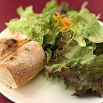 けせらせら - パスタランチのサラダとパン