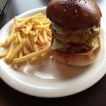 ハロー ハンバーガー - エッグバーガーとフレンチフライ
