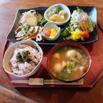 菜つむぎ商店&ポルカドッツ - 菜つむぎプレートランチ(1000円)2017年7月