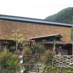 大名草庵 - 外観写真:丹波青垣の一番深いところに。茅葺のお蕎麦屋さんがあります。