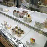 アドリア洋菓子店 - 催事ショーケースの様子。
