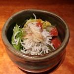 魚匠 銀平 - しらすサラダ