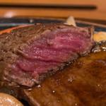 米沢牛 登起波 - ヒレステーキのアップ