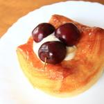 ベーカリー ドゥーク - 料理写真:フルーツデニッシュ チェリー