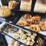 バイゲツカフェ - パンが数種類からお選びいただける様になりました