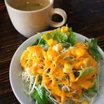 カリーゾーン - セットのサラダ&スープ