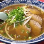 豚珍行 - チャーシュー麺。細麺の醤油とんこつ。チャーシューも、しっかり煮込んだ固めのチャーシューで美味しい。