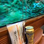 箱根の市 - 燻製風味笹かまぼこ&プレミアムモルツ&車窓の紫陽花