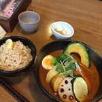 奥芝商店 - 大地の恵み野菜   エビスープ、玄米の普通盛り 税込1330円