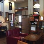 奥芝商店 - 奥に見えるのは畳のお部屋!ちゃぶ台があります!