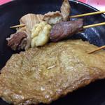 豚珍行 - シマチョウ、牛すじ、じゃこ天。以外と薄味。