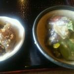 はぎ乃 - 蒟蒻の甘辛炒めと旬菜のヌタ風