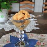 ホワイトバーチ - 料理写真:マスターお手製のキャラメルアイス