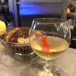 L'AVANT COMPTOIR - 【VR GAILLAC LESCARET】(5.5€)豚人魚?のグラスがユニーク。パンは食べ放題。