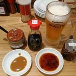 大阪王将 - たれの準備をしていたらビール(中生)が来ました。