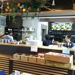 桃の農家カフェ ラペスカ - 内観(広くてきれいなキッチン)