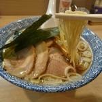 多賀野 - 中細ストレートの自家製麺(特製中華そばA)
