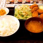 居酒屋 釧路 - ランチのカキフライ定食。