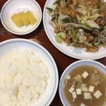 鳳春 - 肉野菜炒め定食  野菜300グラムとボリュームたっぷり