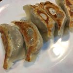 鳳春 - にんにくなしでも美味しい肉汁たっぷり餃子