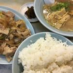 とむちゃん - おすすめセット①生姜焼き定食と半ラーメン