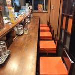 のだ麺 ~縁~ - カウンター席。先客が帰った後は、しばらくの間、客は私一人だったが。