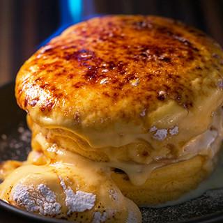 Cafe brunch TAMAGOYA - 料理写真:日の出カスタードのブリュレパンケーキ