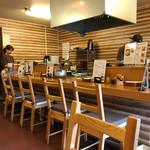 みや田 - 厨房方面をパシャ 土曜日の11時50分
