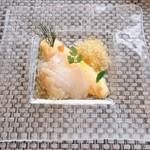 アビエント - 前菜 白身魚のカルパッチョ仕立て 人参のムース添え 柚子風味のピグレット