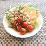 アビエント - ブュッフェ方式のサラダ