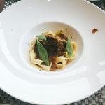 アビエント - メイン 国産牛頬肉のかるい煮込み コルニッション風味のブイヨン