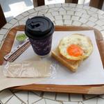 シーズマン・ベーカー - 料理写真:ホットコーヒー180円、パズーオープンサンド170円
