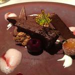 ミチノ・ル・トゥールビヨン - フォレノワール サクランボとチョコレートのデザート フェンネルのクロッカン