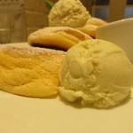 幸せのパンケーキ - パンケーキとアイスクリーム