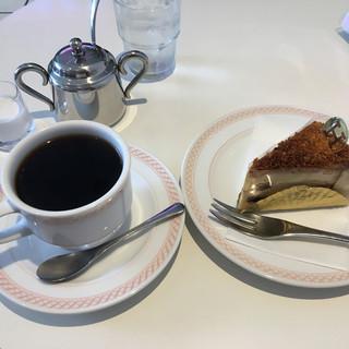 浜志まん - 料理写真:チーズケーキとブレンドコーヒーのセット