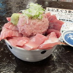 新・函館市場 - まぐろ丼