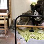 雀おどり總本店 - 中庭のある落ち着いた和の雰囲気