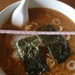 青葉亭 - 料理写真:味噌ラーメン600円 丼の直径21cm