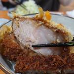 野風増 - カツ丼のロース肉がこんなに分厚いなんて、初めて見ました。