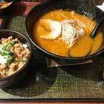 69459835 - 虎ダレ味噌ラーメン+ピリ辛肉飯