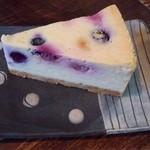 南果 - 料理写真:ブルーベリーチーズケーキ
