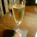 点 - 樽詰めスパークリングワイン:300円