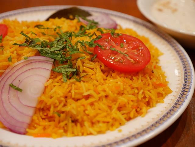本場のビリヤニを本場の食べ方で : パンジャビ ダバ