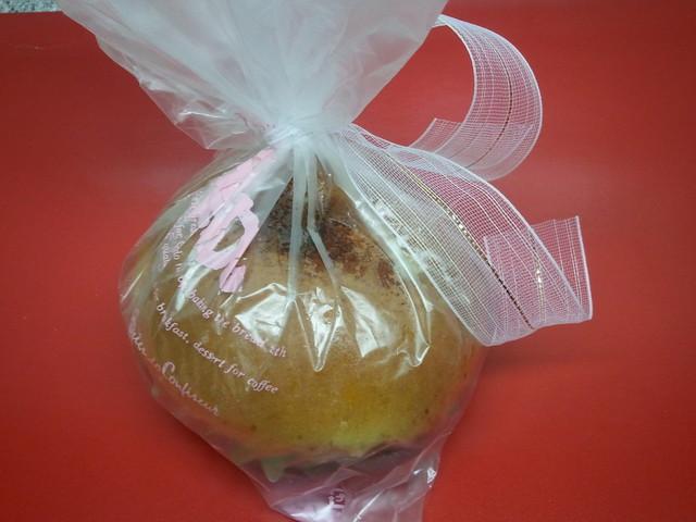 アンテンドゥ 駒沢店 - リボンのかかったコーヒーあんパン