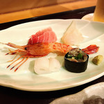 Hayashi - イワシと胡瓜の海苔巻き、牡丹海老、イカ