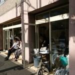 Guricchikohiandorosutazu - 外観 とてもカフェには見えません(17-07)