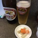 味噌ラーメン 雪ぐに - 料理写真:ビールとサービスの野菜の酢漬け