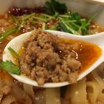 XI'AN - マーラー麺750円の具のアップ