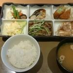 やよい軒 - (20170630) 彩定食