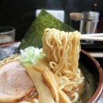 六伍郎 - 煮干しが絡む中太麺